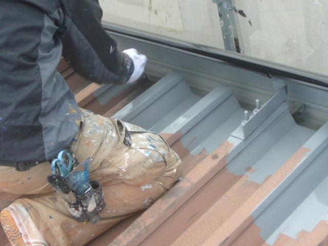 折板屋根刷毛塗り