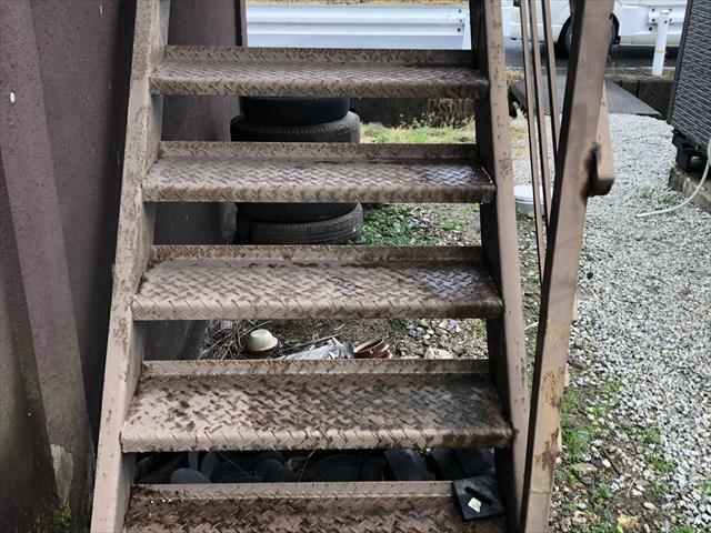 外階段 劣化が酷い