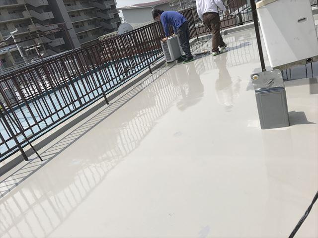 吹田市でウレタン防水を流しています。